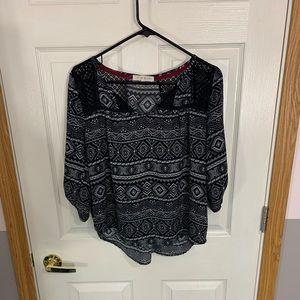 Black Aztec top w/ lace inserts 3/4 length sleeves